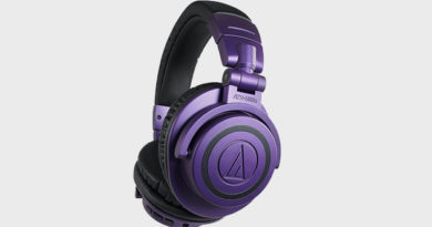 Audio-Technica offered wired and wireless headphones ATH-M50x in purple and black colors