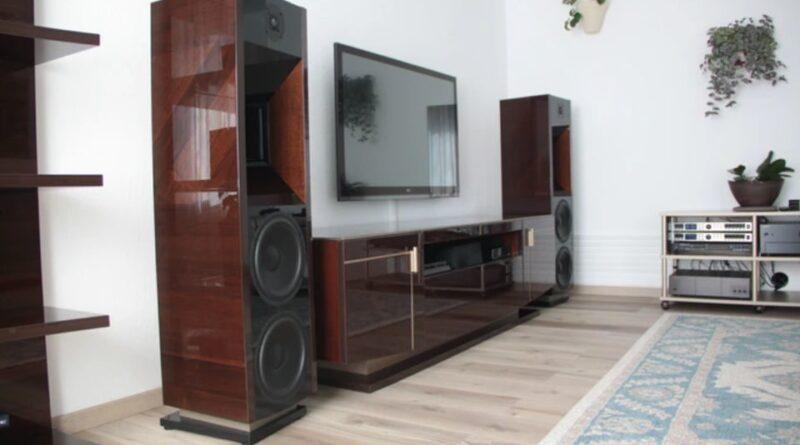 Realist half-kilowatt horn active stereo