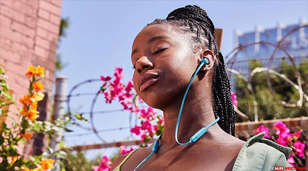 """Beats Flex headphones are now available in the colors """"blue flame"""" and """"ash gray"""""""