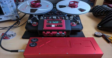 The Metaxas&Sins T-RX reel-to-reel tape recorder received an optional HOTA D6 battery