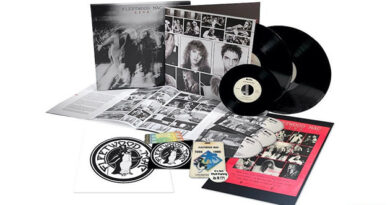 """The album """"Fleetwood Mac Live Super Deluxe Edition"""" will be released on the Rhino label"""